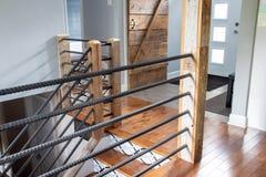 现代房子楼梯和扶手栏杆 库存照片
