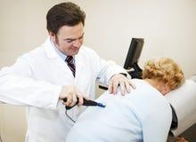现代按摩脊柱治疗者的仪器 免版税库存照片