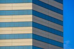现代摩天大楼侧角  免版税图库摄影