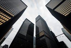 现代摩天大楼在街市多伦多,加拿大 免版税库存图片