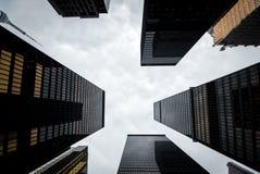 现代摩天大楼在街市多伦多,加拿大 免版税库存照片