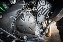 现代摩托车引擎细节有污点的从雨珠 免版税库存照片