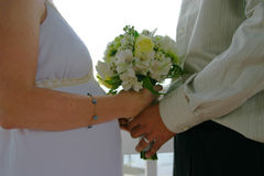 现代新娘的新郎 免版税库存图片