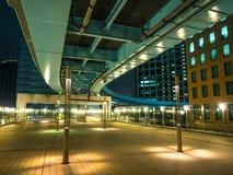 现代新桥驻地在东京在晚上-印象深刻的建筑学-东京,日本- 2018年6月12日 库存图片