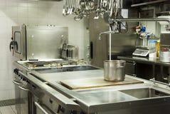 现代旅馆的厨房 免版税库存照片