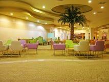 现代旅馆的大厅 免版税库存图片