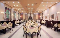 现代旅馆餐馆内部 库存图片