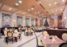 现代旅馆餐馆内部 免版税库存图片