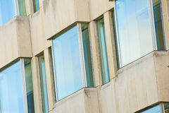 现代明亮的大厦的详细资料 库存图片