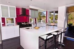 现代显示家庭的厨房 免版税库存照片
