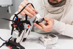 现代机器人学机电仪一体化汇编概念 免版税图库摄影