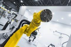 现代机器人胳膊特写镜头照片 免版税库存图片