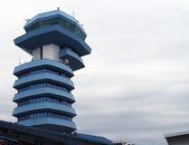现代机场塔台 免版税库存照片