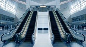 现代机场的结构 免版税库存图片