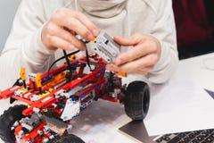 现代机电仪一体化机器人construstor创作 免版税图库摄影