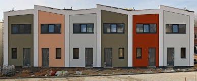 现代标准小山的没有名字未完成的房屋建设建筑 库存图片