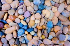 现代样式装饰干燥圆的石背景 免版税库存照片