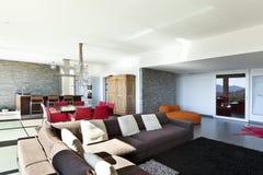现代样式,客厅 免版税库存照片