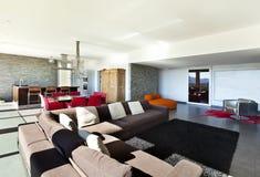 现代样式,客厅 免版税图库摄影