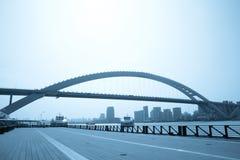现代桥梁的城市 图库摄影