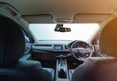 现代汽车内部有被隔绝的挡风玻璃前面的drivin的 免版税图库摄影