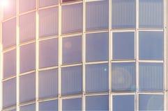 现代玻璃窗门面skycreaper公司业务 库存图片