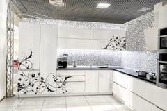 现代白色厨房家具 被绘的前面表面 材料在制造- MDF使用了 库存图片