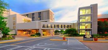 现代的医院 库存照片