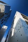 现代的大厦冠上方式 免版税库存照片