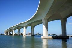 现代的桥梁 库存图片