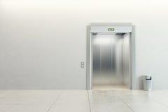 现代的电梯 图库摄影