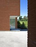 现代砖的房子 免版税库存照片
