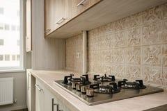 现代米黄的厨房 库存图片