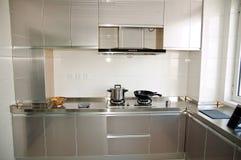 现代紧凑的厨房 免版税库存图片