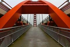 现代红色桥梁 库存照片