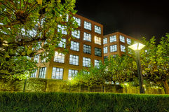 现代结构在苏黎世在晚上 免版税库存图片