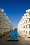 现代结构的旅馆 免版税库存图片