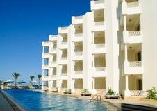 现代结构的旅馆 免版税库存照片