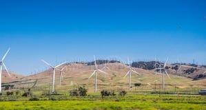 现代绿色节能技术 风动力火车在加利福尼亚 库存图片