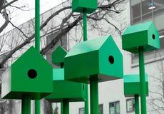 现代绿色鸟舍由钢和铁制成 库存照片
