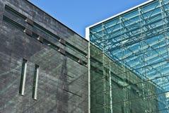 现代编译的具体门面的玻璃 免版税图库摄影