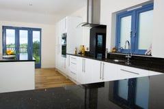 现代美丽的厨房 库存图片