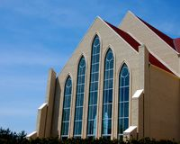 现代美丽的教会 库存图片
