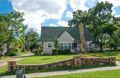 现代美国农村生活在得克萨斯 村庄和庭院 免版税库存图片