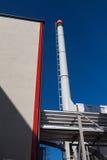 现代能源厂的五颜六色的视图 免版税库存照片
