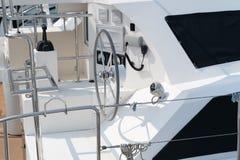 现代航行游艇方向盘 免版税库存图片
