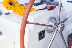 现代航行游艇方向盘 免版税库存照片