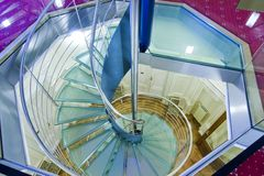 现代螺旋形楼梯 免版税库存照片