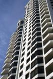 现代街市大厦的公寓房 免版税库存照片