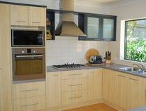 现代设计员的厨房 免版税库存图片